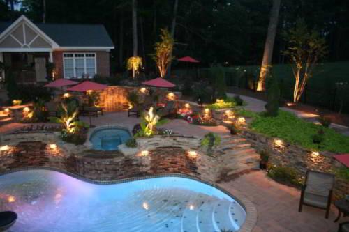 Освещение участка с бассейном