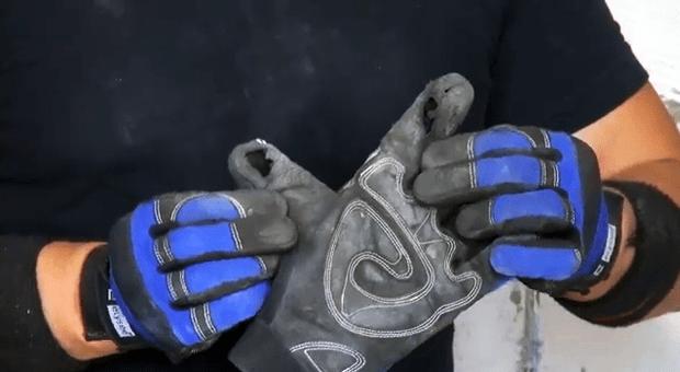 Износ строительных перчаток во время ремонта