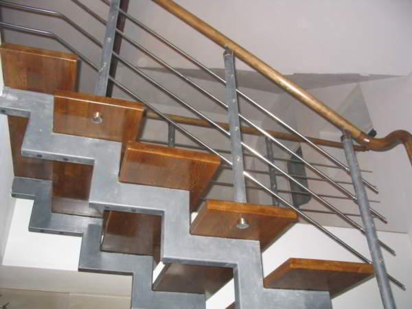 лестница из металлопрофиля с перилами
