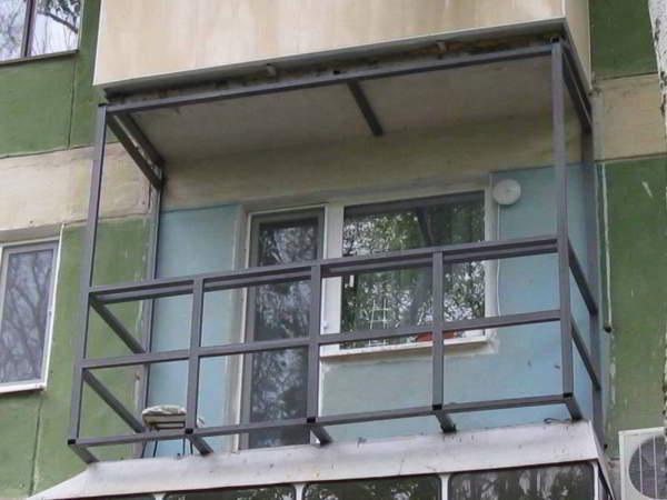 Ограждения балконов из металлопрофиля